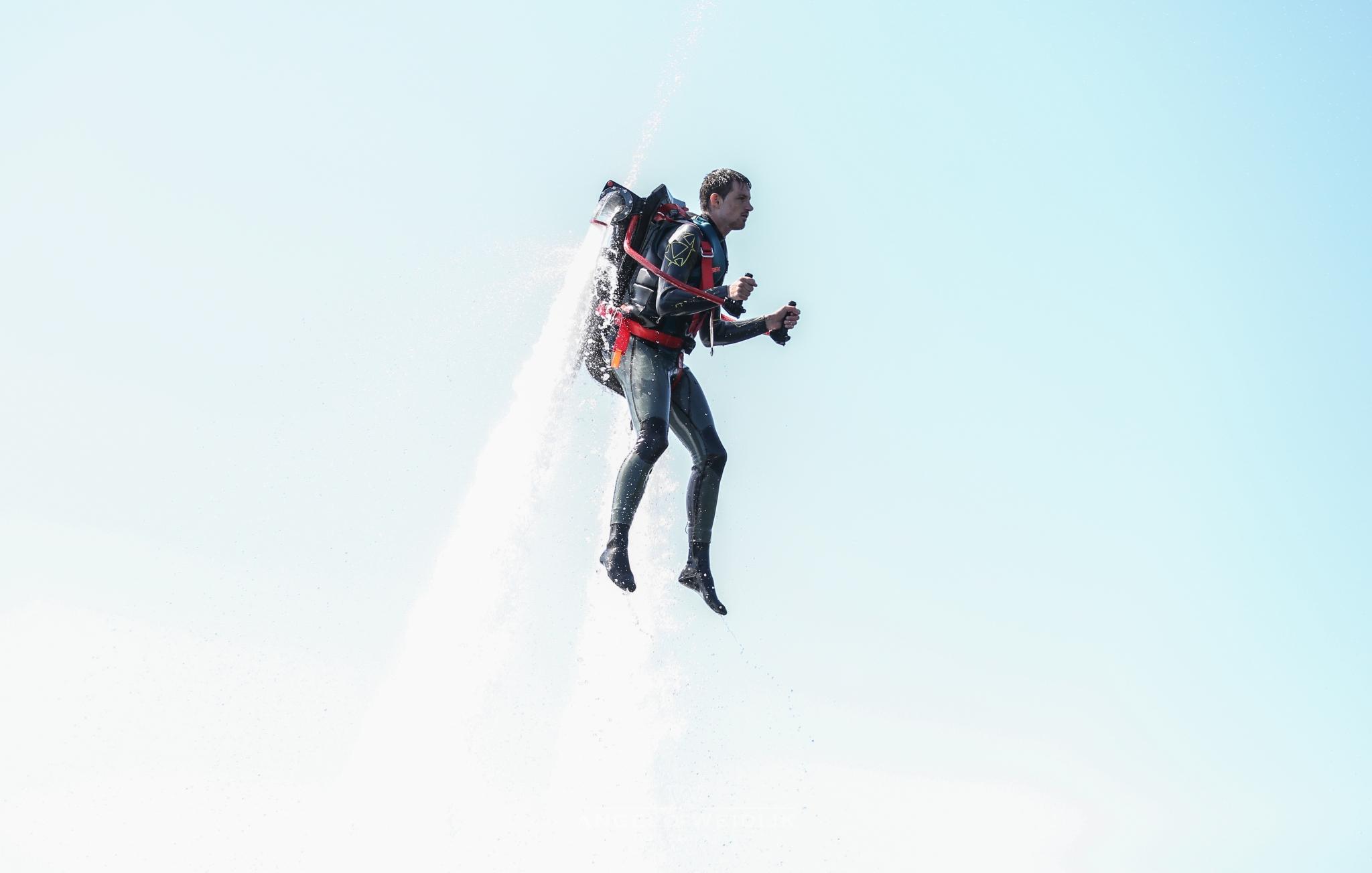 Jetpack vliegen op waterkracht bij FlyboardWorld